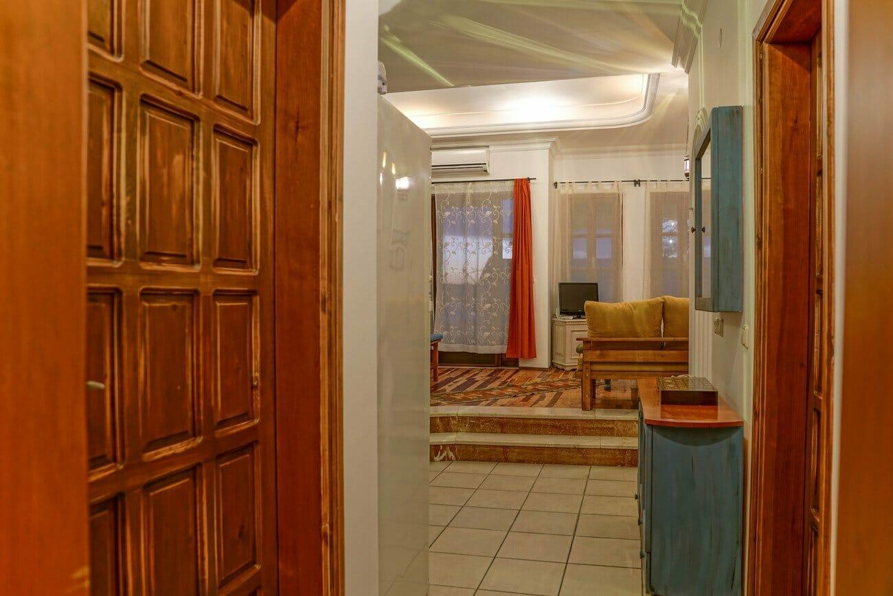 Phellos Apartment