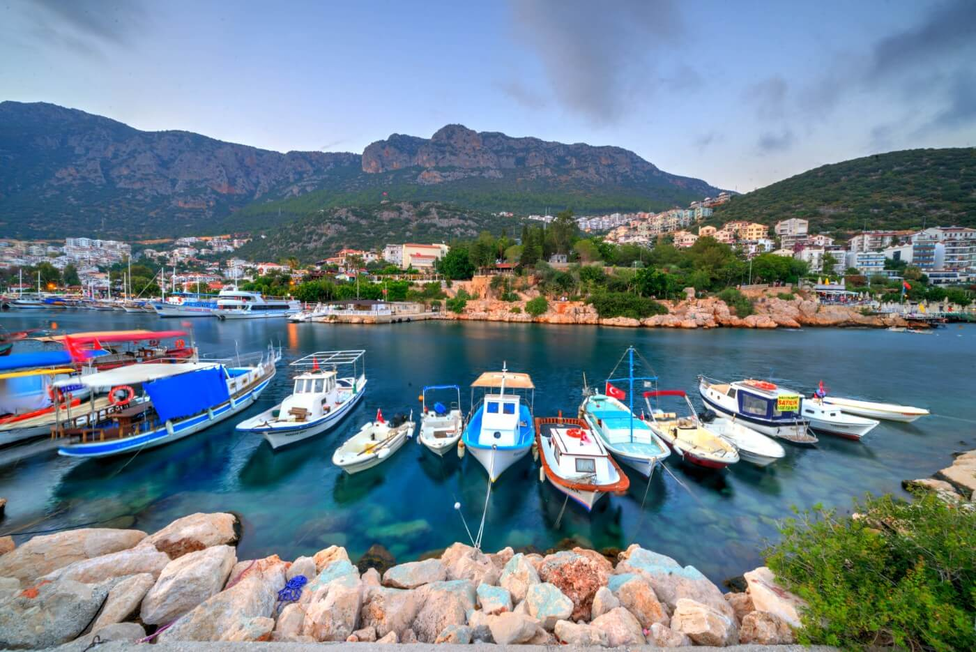 Kaş Yat Limanı'nda Tekneler